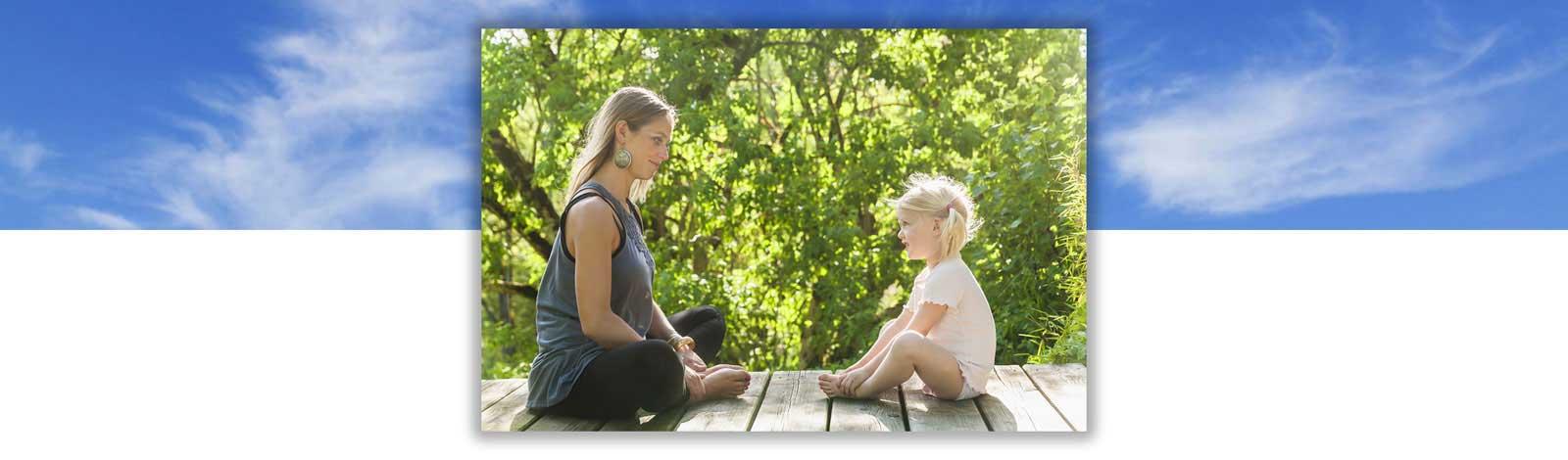 méditation une mère avec sa fille