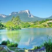 photo d'un lac en savoie propice à la méditation